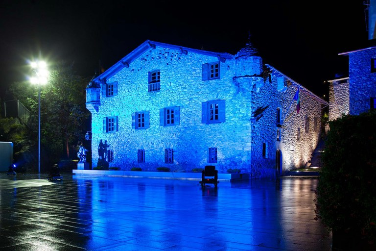 artistic lighting. external and inside lighting of the casa de la vall artistic t