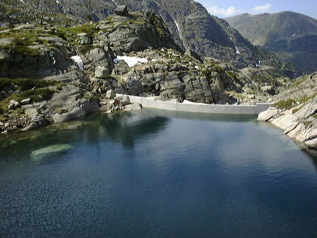Juclar lake: the largest lake